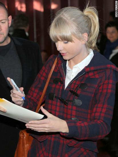 Taylor Swift arrives in France.