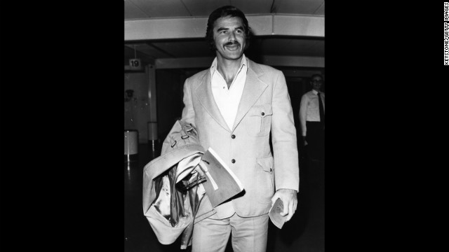 Burt Reynolds es hospitalizado por complicaciones de una gripe