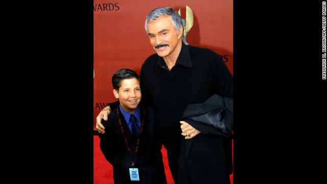 Reynolds arrives with son Quinton at the First International World Stunt Awards on May, 20, 2001.