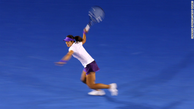 Li Na plays a forehand in her women's final match against Belarus Azarenka.