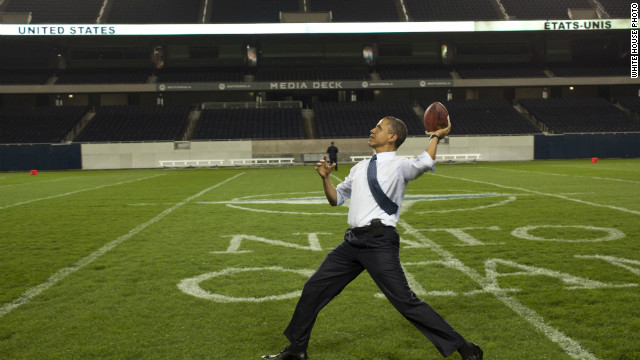 Obama hosts Super Bowl party