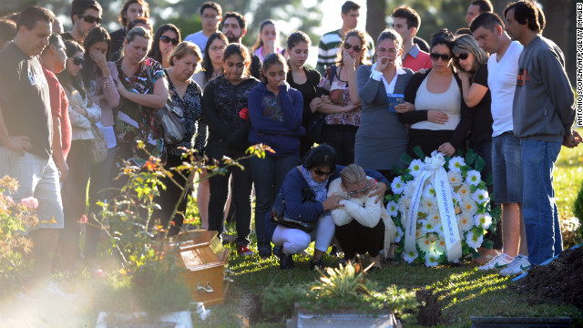 Relatives and friends of one of the victims of the Kiss nightclub fire gather during the funeral at Santa Rita Cemetery in Santa Maria on January 28.