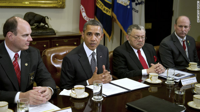 Obama meets with police chiefs, sheriffs to talk guns