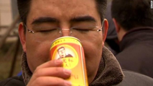 Un empresario vende latas de aire para respirar en Beijing