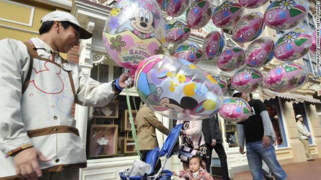 A balloon seller in Tokyo Disneyland in 2011.