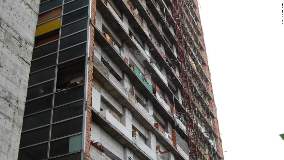 """Una """"favela"""" de 45 pisos en Venezuela"""