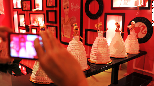 These Barbie cakes were only available during the opening. But don't be disappointed, there's more dessert at the dessert bar.