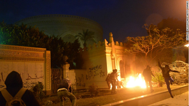 Rocks vs. tear gas outside Egyptian presidential palace