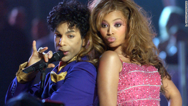 At the 46th Grammy Awards Show in February 2004, she joined Prince on stage to perform a medley of his hits. The singer left the ceremony with five Grammys in hand.