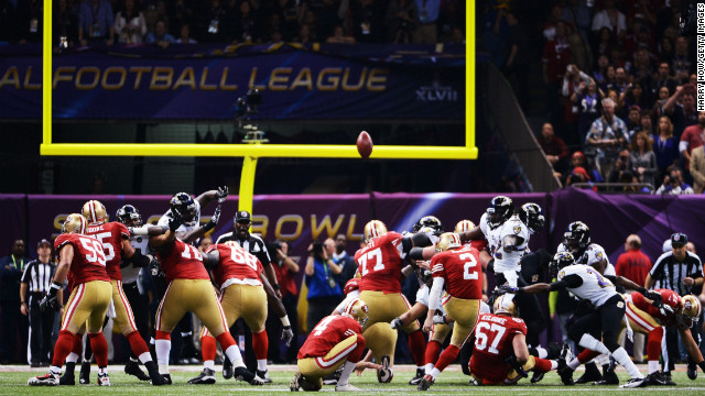 David Akers of the San Francisco 49ers kicks a 36-yard field goal in the first quarter.