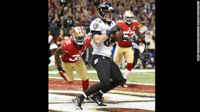 Dennis Pitta of the Baltimore Ravens pulls in a 1-yard touchdown pass in the second quarter.