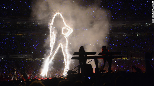 Spectators were treated to a giant, lit outline of Beyonce.