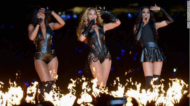 Kelly Rowland, Beyonce and Michelle Williams of Destiny's Child had a mini-reunion during the show.