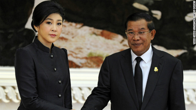 Thai Prime Minister Yingluck Shinawatra (L), in town to pay her respects to the late king, shakes hands with Cambodian Prime Minister Hun Sen (R) during a meeting at the Peace Palace in Phnom Penh Monday.