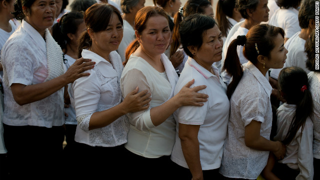 Mourners were generally clad in white tops to pay their respects to the late former king.