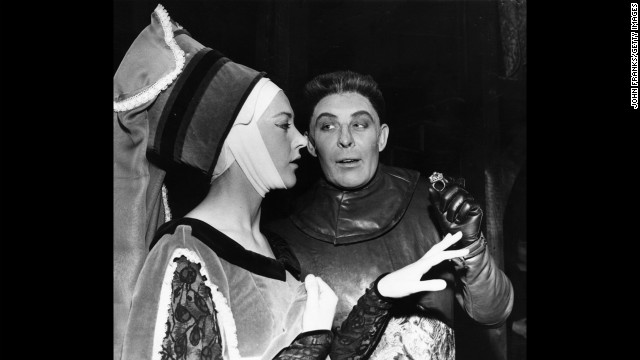Paul Daneman as Richard III with Eileen Atkins as Lady Anne in Richard III at the Old Vic Theatre, 1962.