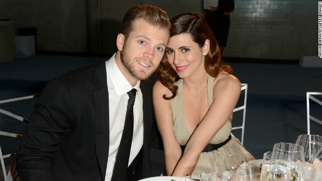 In October 2013, actress Jamie-Lynn Sigler, 32, had her first child with her fiance, 24-year-old baseball player Cutter Dykstra.