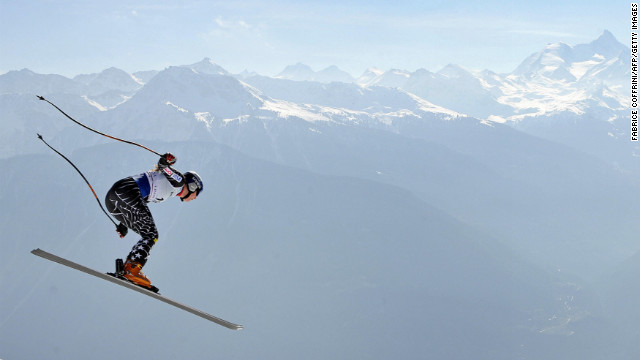Vonn cruises down the mountain during the slalom event in the women's super combined at the FIS alpine skiing world cup on March 9, 2008, in Crans-Montana.