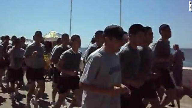 Cantos xenófobos de marines chilenos desatan polémica