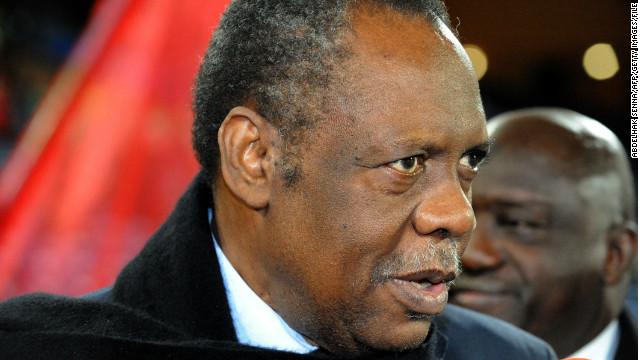 El líder del futbol africano pide endurecer los castigos contra el racismo