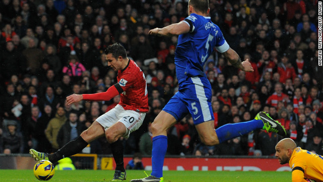 Van Persie rounded Everton goalkeeper Tim Howard to score his 19th EPL goal this season, sealing a crucial victory ahead of the midweek Champions League trip to Real Madrid.