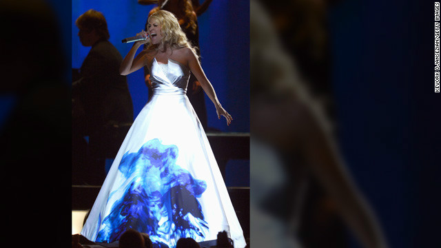 What was up with Carrie Underwood&#039;s Grammys dress?