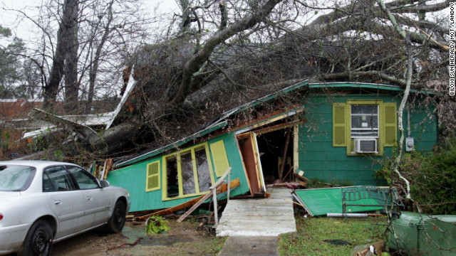 Photos: Tornado wreaks havoc in Mississippi