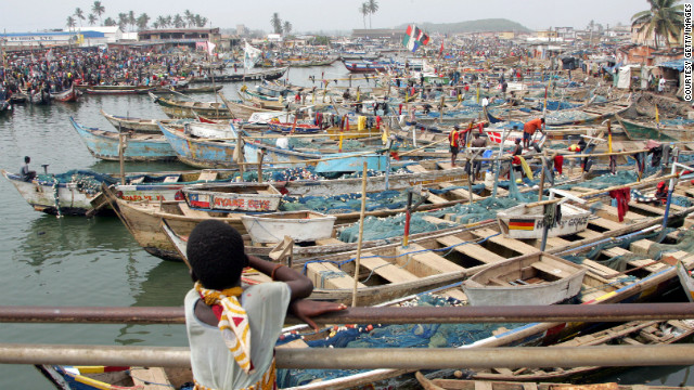 The busy fishing harbor at the foot of Elmina Castle.