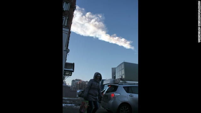 The meteor's vapor trail pas