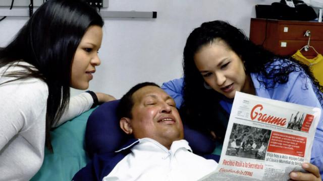 Forense digital no ve manipulación en fotos de Chávez con sus hijas