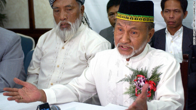 Head of Sulu and North Borneo, Sultan Esmail Kiram, gestures during a press conference in Manila, 28 February 2004.