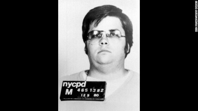 Policía de Nueva York vende las cartas escritas por el asesino de John Lennon