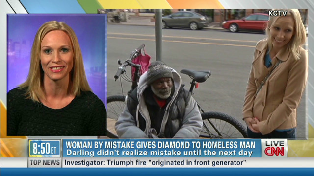 Un indigente devuelve un anillo de diamante que recibió por error