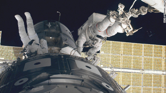 Spacewalk to fix space station leak