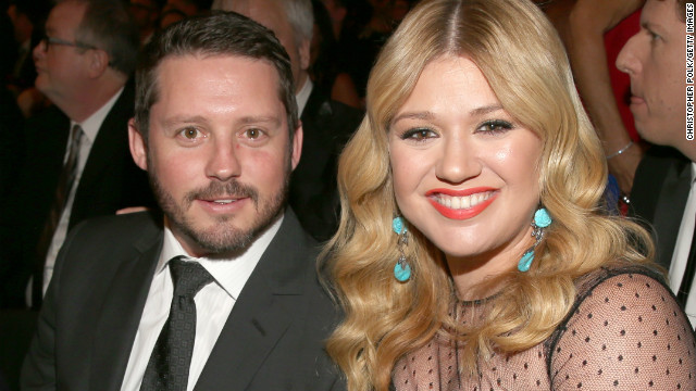 Kelly Clarkson: Who needs a wedding?