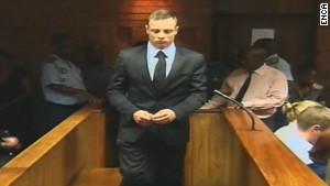 """""""Reeva murió en mis brazos"""", dice Pistorius en su declaración"""