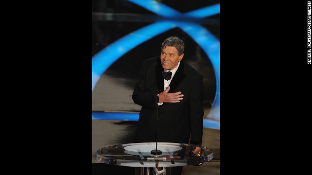 Third-time host Jerry Lewis had to resort to improvisation when he hosted the 1959 Academy Awards alongside Bob Hope, David Niven, Sir Laurence Olivier, Tony Randall and Mort Sahl. &lt;a href='http://www.youtube.com/watch?v=VE9XmZDIjXg' target='_blank'&gt;The show ended early&lt;/a&gt;, leaving Lewis to fill 20 minutes of airtime by bringing stars on stage and making them dance.