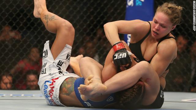 Females fighting ICLOUD LEAK pic 20