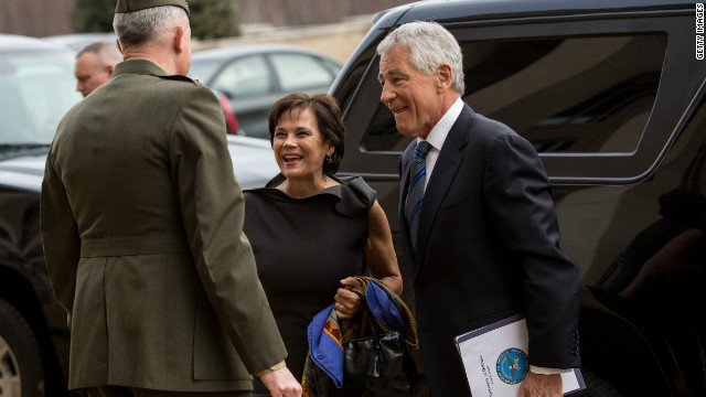 Hagel starts first day at Pentagon