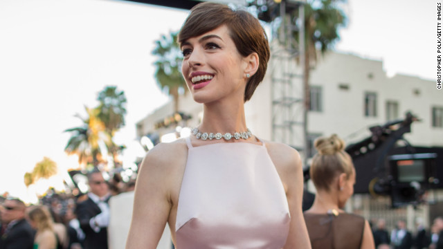 Anne Hathaway apologizes to Valentino for Oscars Prada