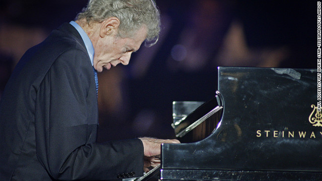 Classical pianist Van Cliburn dead at 78