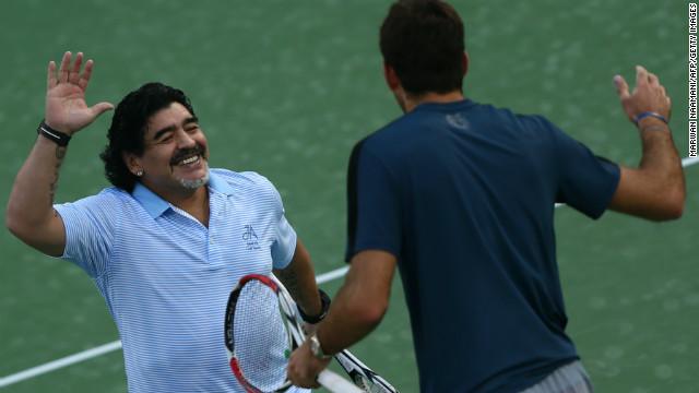 """La """"mano de Dios"""" de Maradona pega con la raqueta de Del Potro"""