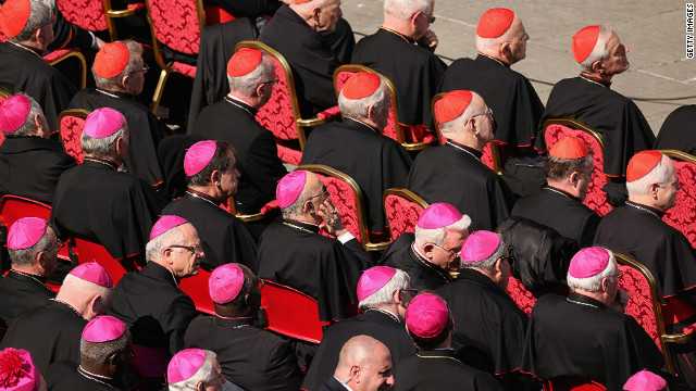Cardinals mingle over coffee before conclave