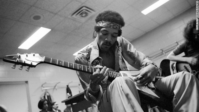 "<strong>Hendrix relaxes and jams with Noel Redding at Madison Square Garden in New York in 1969: </strong><!-- --> </br>""He often would rehearse quietly before going on stage with a small amp and his Flying V as it suited his style of playing the blues."" --<i> Eddie Kramer</i>"