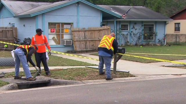 En riesgo de caer al socavón una segunda casa de Tampa