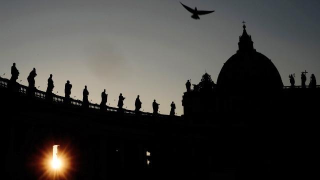 El Vaticano espera a dos cardenales para el cónclave
