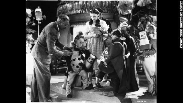 Director Victor Fleming instructs the cast during filming.