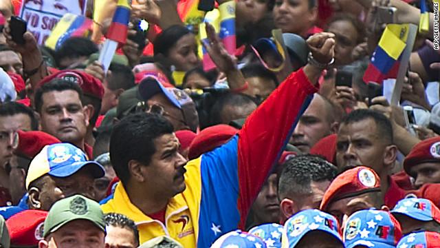 """Nicolás Maduro firma un decreto como """"presidente encargado"""" de Venezuela"""