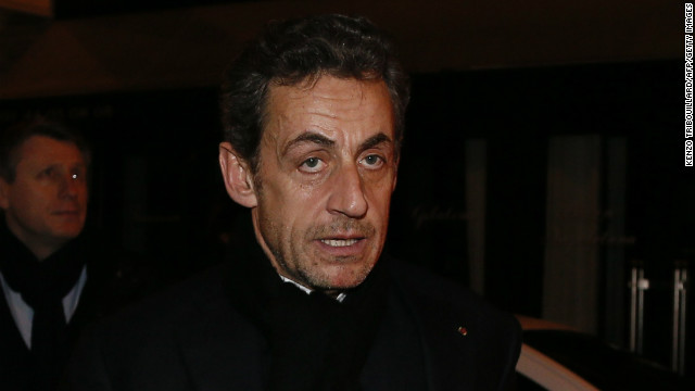 Sarkozy considers return to politics
