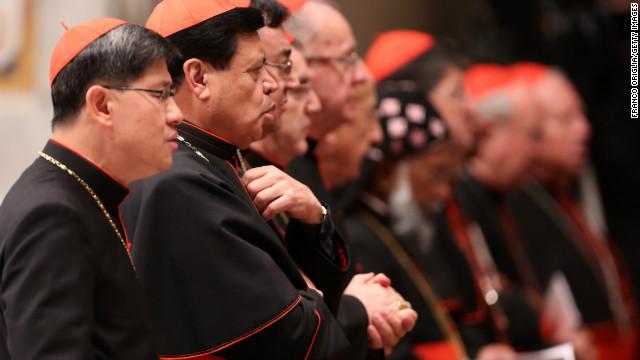 Todos los cardenales al completo para decidir la fecha del cónclave